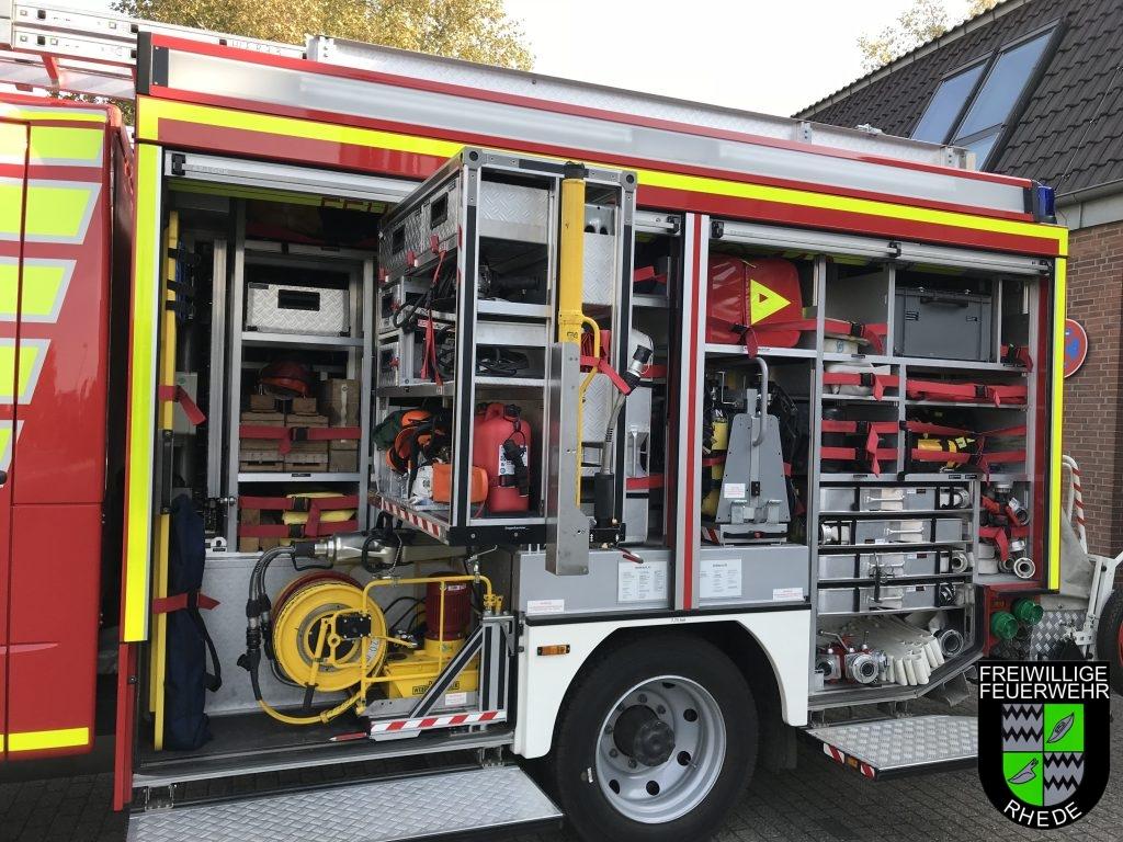 G1 mit Schere Spreizer, alles für den Verkehrsunfall und verschiedenen Sägen, G3 mit Notfallrucksack, 2 PA´s und versch. Sachen zur Brandbekämpfung